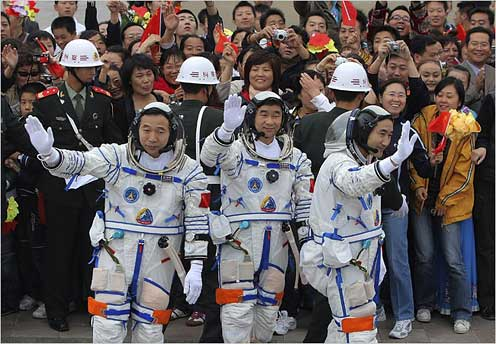 Chinese Astrounauts Hereos' welcome
